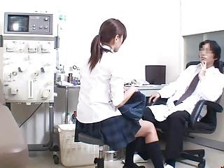 今時風のJKが保健室の先生と学校で中出しSEXしちゃってます