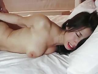 網タイツが妖艶さを漂わせる巨乳美女がバックで突かれ敏感反応⇒膣内射精!