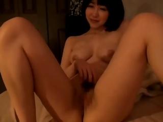 スレンダー巨乳若妻は家中全裸でウロウロしちゃう変態女