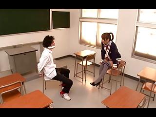 男子生徒を教室のイスに拘束してじっくりとフェラ責めする痴女女子校生