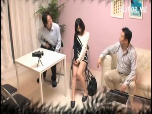 モデルを撮影現場で輪姦レイプしてハメ撮りする鬼畜なマネージャーとプロデューサー