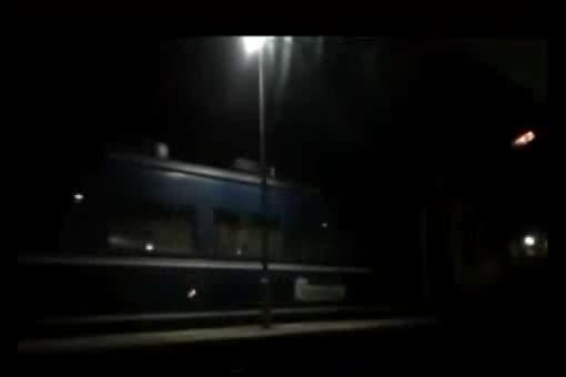 寝台列車で淫らに喘ぐドM巨乳美人妻と声を押し殺しながらの大胆ハメ撮り