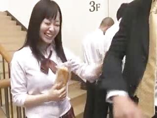 大好きな先輩と教室でおっぱい揺らしながら激しくハメる巨乳女子校生