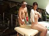 むっちり巨乳の素人妻が垢すりマッサで他人チンポ挿入され中出しされちゃうw