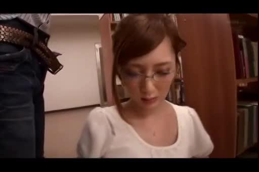 メガネの人妻は性欲強いってハッキリわかる顔射動画