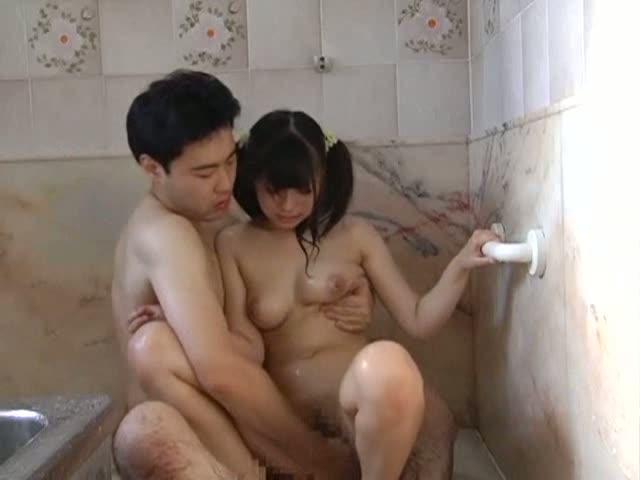 ロリ顔巨乳の初美沙希が引き取ってもらった叔父とお風呂場で中出し近親相姦