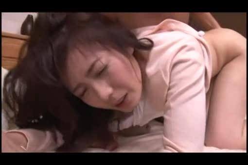 <人妻動画>三浦恵理子 腕を抑えつけられ旦那以外の肉棒に身悶え絶頂しちゃう三十路妻