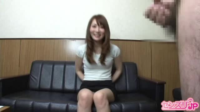 人妻動画:男のオナニーを...