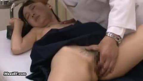 診察と称しJKの局部をマッサージ→発情中出しレイプに持ち込む鬼畜整体師
