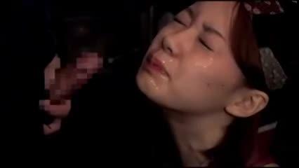 客が寝ている横で店主とハメる小料理屋の女性従業員
