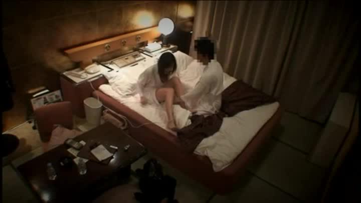 素人のカップルがラブホテルの中でイチャイチャとエッチなことをしているところを激撮影