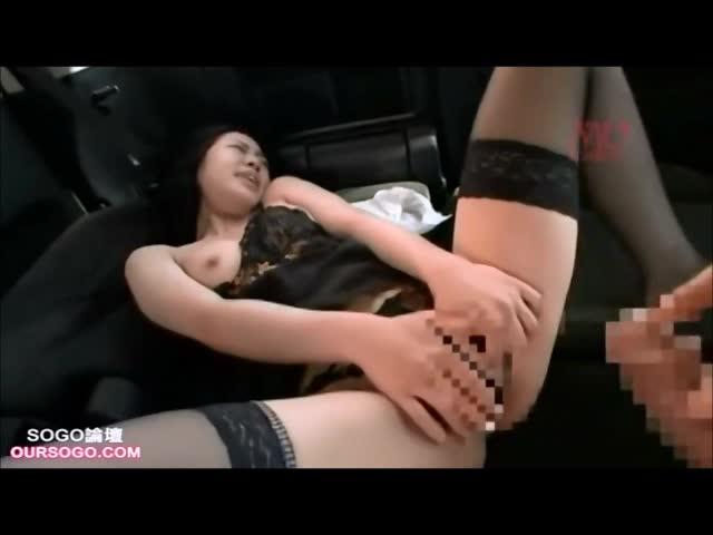 痙攣絶頂痴女がカーセックスでも魅せます!手コキで自らの身体にザーメン放出!