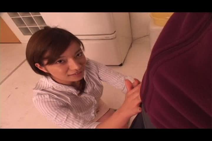 「奥さん、バレてもいいんですか?」一度きりのはずの不倫相手が自宅に押しかけ風呂場ハメ!