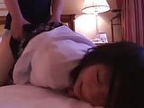 一発終わって眠る美少女の寝込みを襲い二発目、そして三発目も