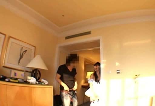 メイドコスの黒髪美少女とホテルでいちゃいちゃ着衣パコ