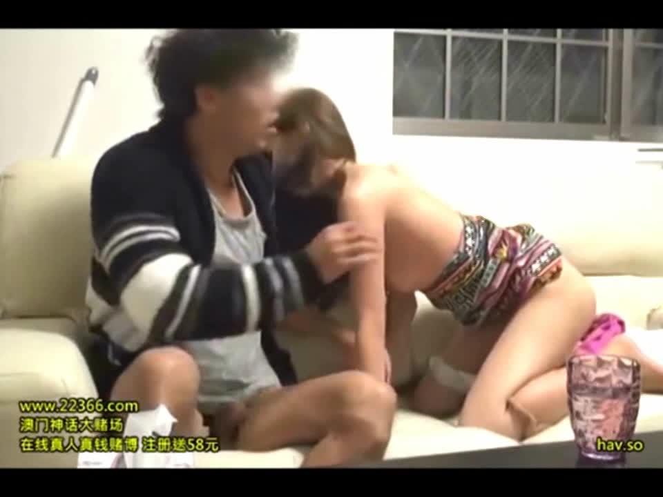 欲求不満の色気のある若妻をナンパで口説き部屋に連れ込み盗撮ファック