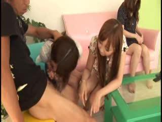 ナンパした2人組の美少女を友達の目の前でデカチンハメッ!