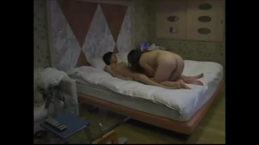ホテル盗撮!博多弁の巨乳デリヘル嬢呼んで隠しカメラでハメ撮り