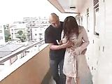 巨乳美少女・灘坂舞ちゃんがマンションの廊下でフェラ抜きに挑戦