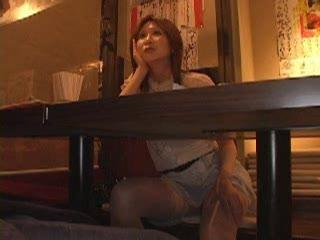 「ここでしちゃぅ?」居酒屋でナンパした素人妻がその場即ハメ仕掛けてきた結果w