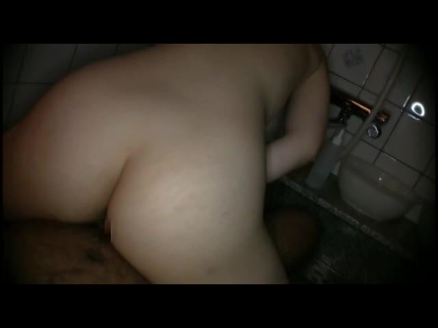 ムッチリ巨乳JKがスク水着てパイズリしてる初AVはお兄ちゃんが撮影
