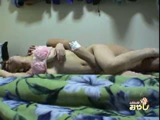 自宅で寝ていた彼女に即ハメ中出ししたところを盗撮しといたw