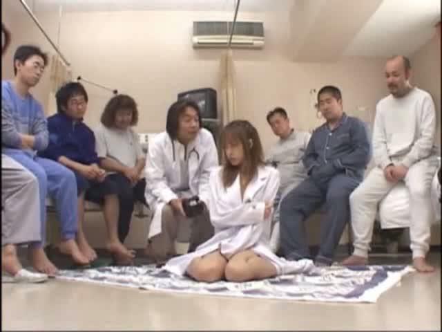 女医のフェラエロ動画無料。女医は沢山の患者にフェラご奉仕でぶっかけられていたのでした