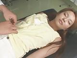 むっちりの人妻の顔射エロ動画無料。媚薬入りの麻酔でむっちり巨乳の素人妻を診察と称してガチハメ顔射!