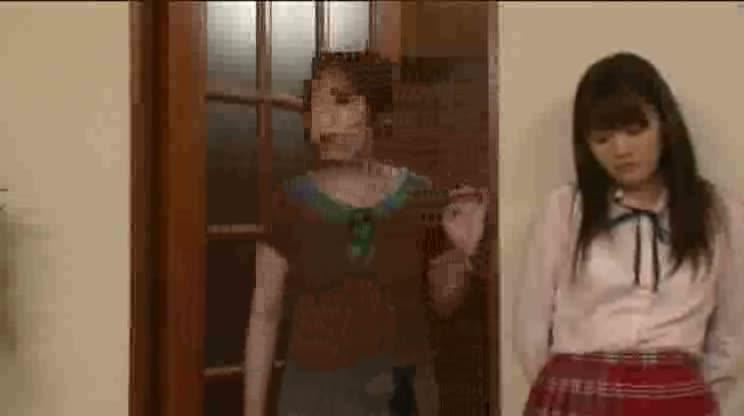 受験勉強で欲求不満なロリ女子校生が家庭教師との中出しエッチに没頭する