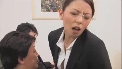 周囲から認識されないメガネの女上司が会社中のチンポを好き放題中出し逆レイプ