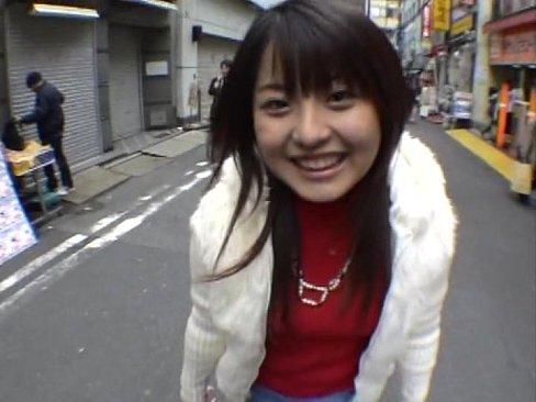 ロリ可愛い仲咲千春ちゃんにメイドコスさせてハメ撮りデート