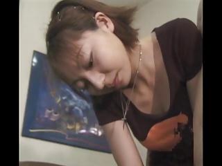 【手コキエロ】人妻の手コキエロ動画無料。手コキサロンで働く素人妻がエロテク披露で大量発射!