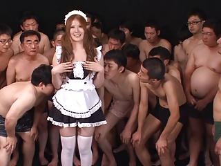 【美女 ぶっかけ】巨乳の美女メイドのぶっかけプレイがエロい!【エロまとめ動画モンモン】