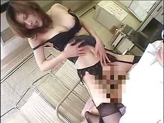 社内でディルオナしてるような淫乱上司と残業SEX