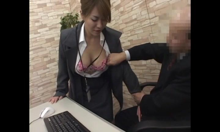 つるっぱげのおっさんにオフィスで中出しされるお局熟女のOLさん