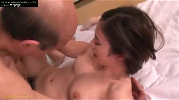 吉川あいみちゃんが介護中のお爺ちゃんとセックス
