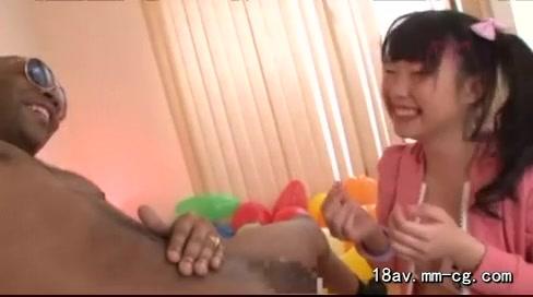 黒人チンポに喉奥と子宮を突き破られるつるぺたロリっ娘