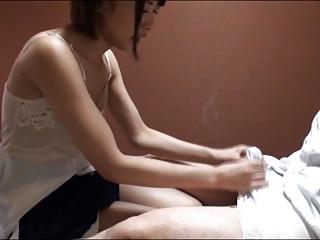 若い美女が働く都内某所の手コキエステで嬢→キャミソール全域に大量射精
