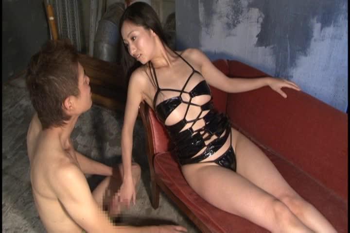 ドMチンコをロープで縛り責める淫乱痴女