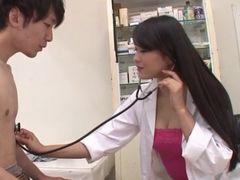 セクシーな女医に誘惑されてイキまくるって最高!