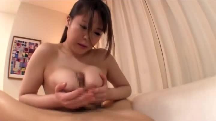 パイズリフェラがエロい巨乳お姉さんと中出しセックス!
