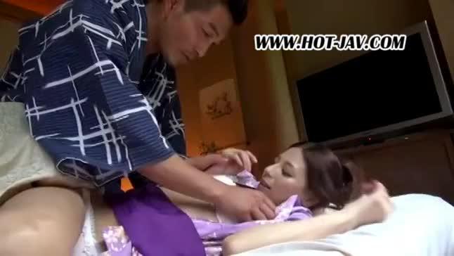 お色気ムンムン浴衣姿の美人妻2人組を温泉旅館でねっとりSEX