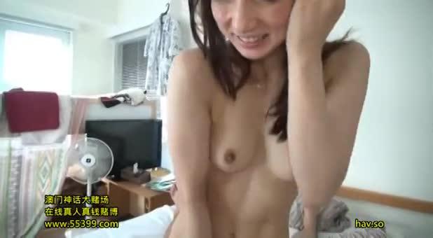 自宅でAVのハメ撮りする淫乱な美人妻www