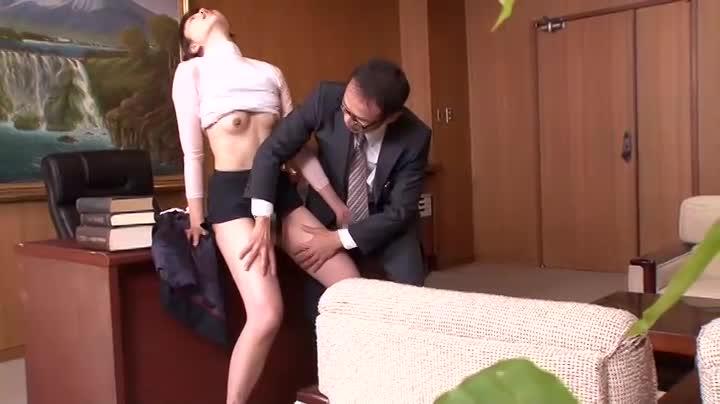 秘書って要するに性欲処理機のために存在してるだけだからね