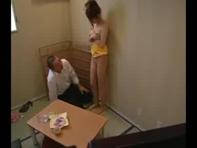 進学校に息子を入れるため変態面接官のセクハラ受け入れ中出しされる美人妻