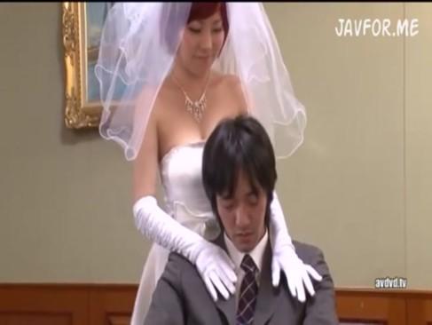 式当日の巨乳花嫁がアニメ声でまさかの寝取られハメ!