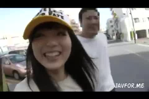 ガチ素人くんを逆ナンパ!沖縄の巨根男子とハメ倒し!