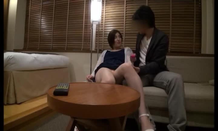 ナンパした人妻とホテルでハメ→パイ射!