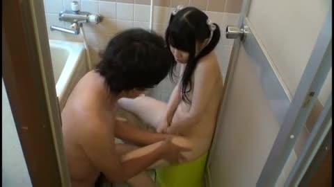 口リ可愛いパイパンの妹と一緒にお風呂に入った結果ww