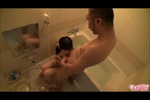 JC娘が嫌がってるのに無理やり一緒に風呂入り一線越えて近親相姦SEXしちゃう糞親父